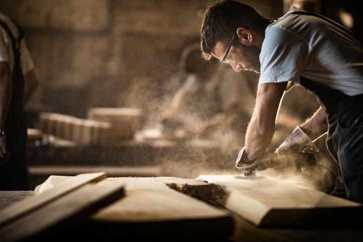 Jakimi metodami pozyskuje się drewno?